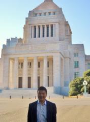 2010.12.9 国会議事堂の前にて