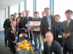 ハーグ批准と国内法整備を求めて外人らとともに議員会館でロビイング活動