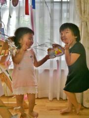 娘とともに七夕飾り 2011.7.2