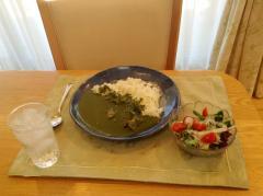 お昼を伊藤久右衛門の宇治抹茶カレーにしてみました。