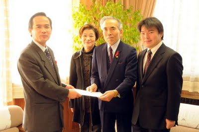安城市自治基本条例素案を安城市長に提言(平成20年11月19日)
