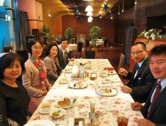 森耕治氏講演懇親会: 講演に先立って、懇親会を会場じゅうろくぷらざ1階のカフェレストランで行いました。